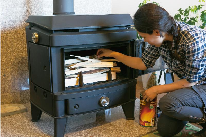 熱効率の高い薪ストーブには、煙突からの排気量を少なくする工夫がしてあります。