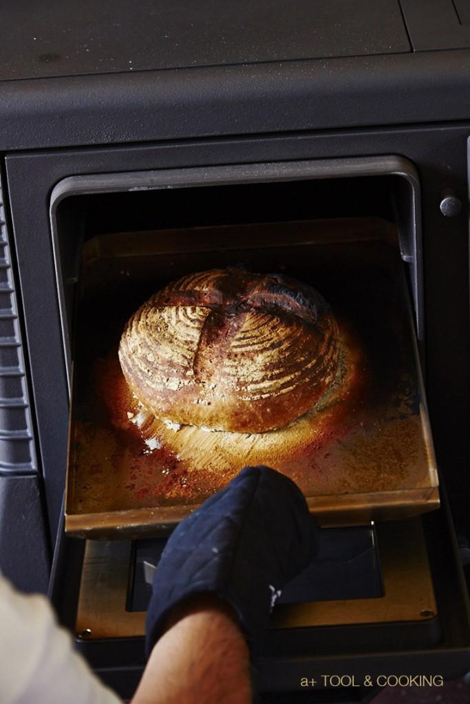 薪ストーブオーブンで焼くパン・ド・カンパーニュ