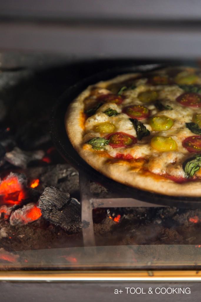ミニトマトとバジルのシンプルピザ