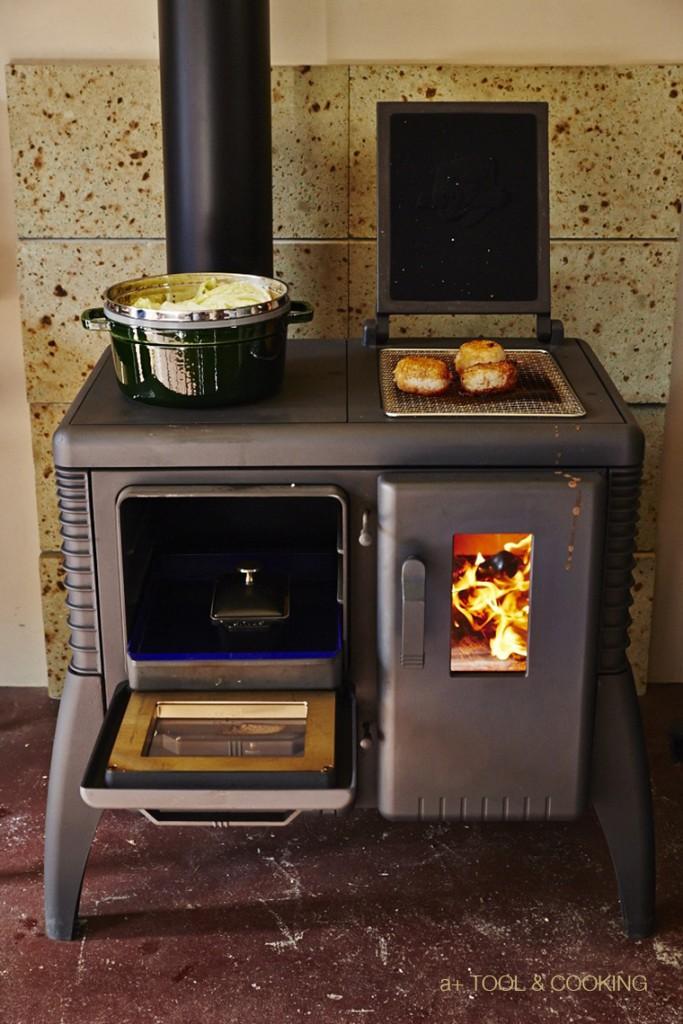 薪ストーブで作る焼きおにぎり