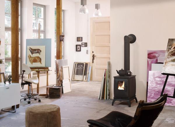 薪ストーブを設置する時には、必ず煙突の設置が必要