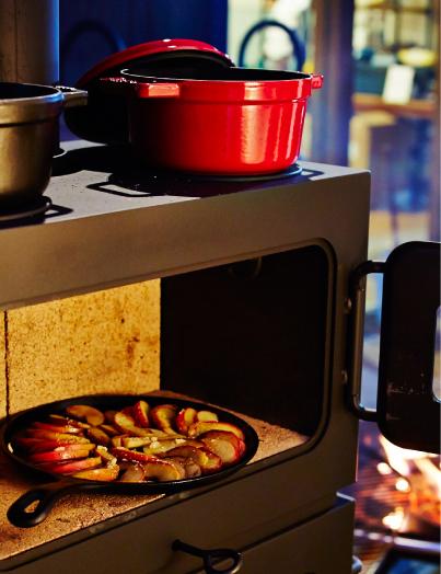 オーブンやグリルによって暖かさを持続しながら、オーブン料理を楽しむことができるクッキングストーブ。