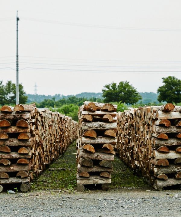 薪は風通しの良い場所で、十分に乾燥期間を取ることが重要。