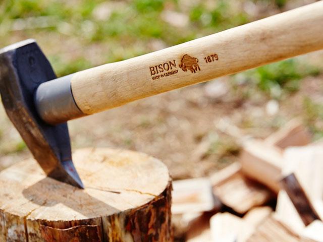 ハンドメイドの薪割り斧 bison